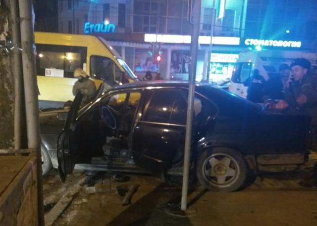 ВКалининграде «БМВ» врезался вмаршрутку: пострадали 5 человек