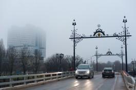 «Как 100 лет назад»: на Деревянном мосту установили фонари и арки «под старину»