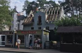 В центре Светлогорска разбирают немецкие особняки на участке под строительство апартаментов