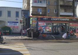 На Московском проспекте в Калининграде «Ауди» снесла забор и вылетела на тротуар