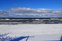 Житель Балтийска вытащил из моря тонущего любителя зимних купаний