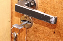 Полицейские нашли в Калининграде две «резиновые» квартиры