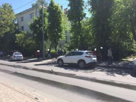 Во дворе на улице Багратиона в Калининграде автомобиль задавил 92-летнюю женщину