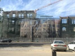 «Пропала башня»: фасад Кройц-аптеки в Калининграде лишается декоративных элементов