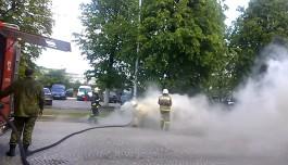 В центре Советска пожарные тушили горящую «Ниву Шевроле»