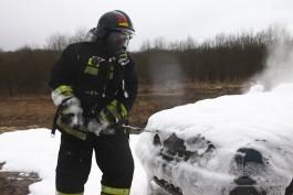 В Гурьевском округе из-за пожара в хозпристройке сгорел автомобиль «Киа»