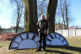 На кирхе в Славске начали устанавливать новые часы