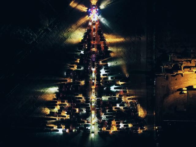 ВКалининграде выстроили огромную елку изавтомобилей