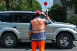 «Тупо стоим полчаса»: из-за ремонта ж/д переезда на балтийской трассе образовалась большая пробка