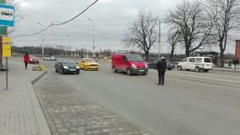 На улице Черняховского в Калининграде такси врезалось в микроавтобус