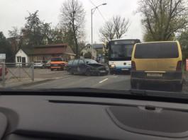 На улице Суворова в Калининграде столкнулись автобус и легковушка