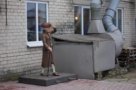 Скульптуру Канта перенесли с Острова во двор на улице Нарвской