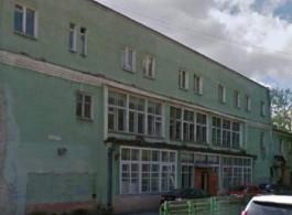 Корпорация развития продаёт здание и участок рядом с набережной Верхнего озера