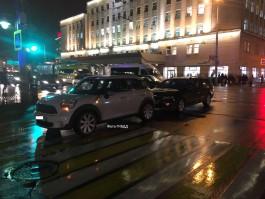 В центре Калининграда «Фольксваген» въехал в «Мини Купер»: пострадал трёхлетний мальчик
