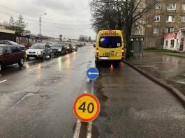 На улице Борзова в Калининграде автобус наехал на вышедшего из него пассажира