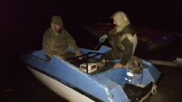 Полицейские в Светлогорском районе задержали чёрных копателей янтаря на лодках