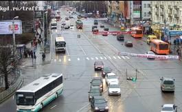 Появилось видео ДТП в Калининграде, в котором пострадала выходившая из трамвая девушка