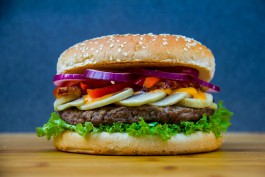 В Калининграде суд оштрафовал Black Star Burger за шум и отсутствие автономной канализации