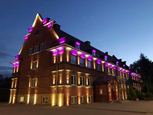 На фасаде исторического здания школы Кранца в Зеленоградске установили подсветку