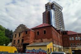 «Жильё вместо офиса»: на улице Стекольной в Калининграде начали сносить немецкое здание
