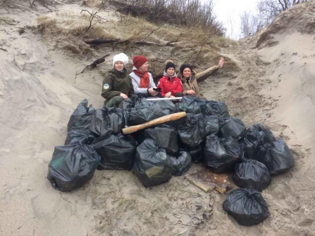 НаКуршской косе отмусора очищено 25км берега