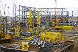 На стройке стадиона к ЧМ-2018 в Калининграде работает почти 700 мигрантов