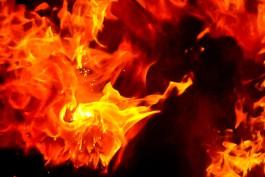 Ночью на Южном обходе под Калининградом сгорел микроавтобус: пострадал человек