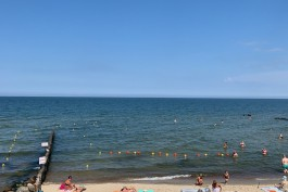 На берегу моря в Светлогорске выделили зону для людей, не умеющих плавать