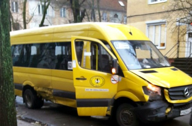 ВДТП сучастием маршрутки вКалининграде пострадали три пассажира— милиция