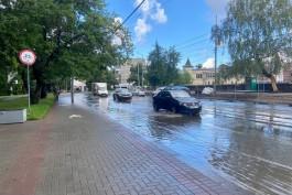 Часть улицы Черняховского в Калининграде затопило после дождя