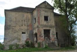 «Кирпич б/у»: под Калининградом разобрали немецкую усадьбу Кальген