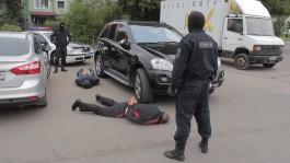 В Калининграде бойцы ОМОН задержали троих рецидивистов за кражу из коттеджа
