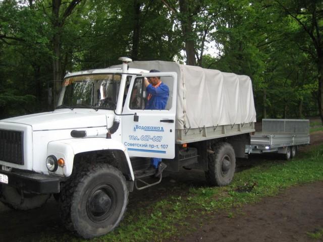 Машина-амфибия вытащила из Верхнего озера и Преголи грузовик мусора