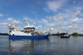 Построенный на заводе «Янтарь» траулер «Ленинец» вышел в море на испытания
