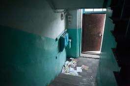 СК: Рецидивист с ножом напал на 17-летнюю девушку в подъезде дома в Калининграде
