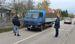 В Калининграде приставы арестовали грузовой «Мерседес» за долг в 3,7 млн рублей