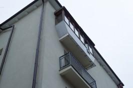Житель Калининграда сорвался с пятого этажа во время тренировки на балконе