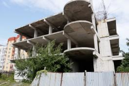 «Единственный недострой Балтийска»: 10-этажку на ул. Каплунова обещают завершить через полтора года