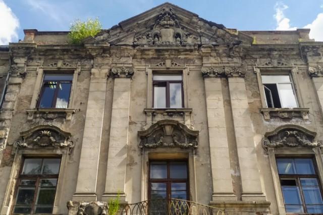 В Калининградской области предложили маскировать пластиковые стеклопакеты в исторических домах