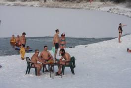 Калининградские «моржи» провели флешмоб «Манекен челлендж»