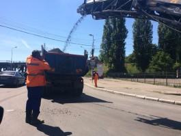 Рядом с двухъярусным мостом в Калининграде возникли пробки из-за дорожных работ