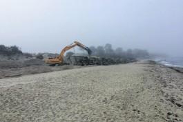 На пляже в Зеленоградске началась реконструкция берегозащитных сооружений