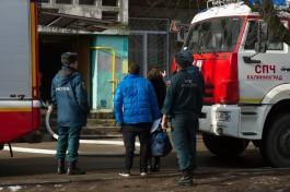 Из горящего дома в Прибрежном эвакуировали более 20 человек