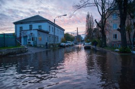 «С насосами и лодкой»: как живут калининградцы на затопленных территориях города