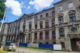 «Спрятанное барокко»: как дожидается ремонта старинное здание банка на улице Тюленина в Калининграде