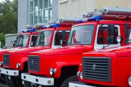 В Калининграде 30 пожарных тушили склад на окраине города