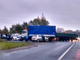 На Большой Окружной в Калининграде столкнулись фура, грузовик и три легковушки