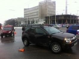 На перекрёстке улиц Фрунзе и 9 Апреля столкнулись два автомобиля: пострадал подросток