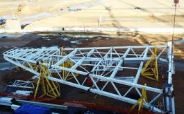 Строители завершили монтаж второго углового блока крыши стадиона на Острове