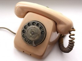 Пенсионерка из Калининграда перевела экстрасенсу почти миллион рублей за диагностику по телефону